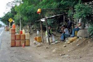 Contrabando de gasolina en la frontera de Colombia con Venezuela