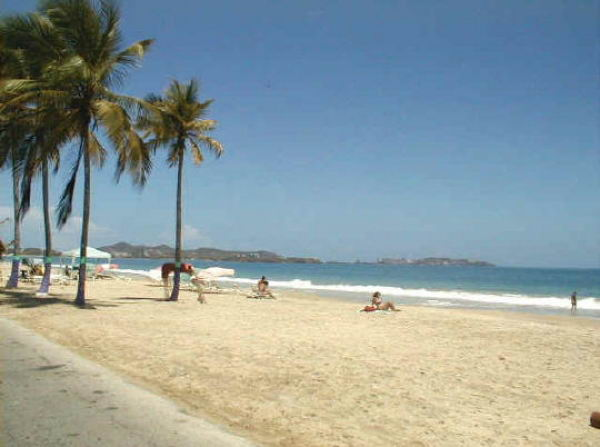 Playa caracola margarita venelog a - Toldos para la playa ...