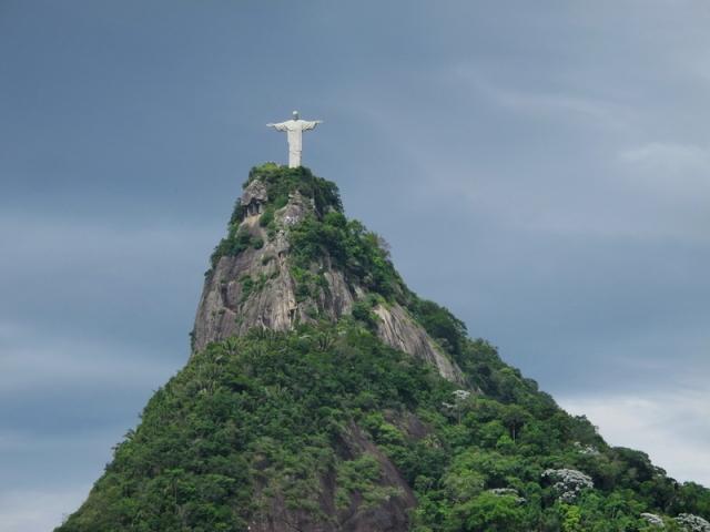Al Cristo Redentor también se le conoce como Cristo del Corcovado por la Montaña donde está ubicado el monumento