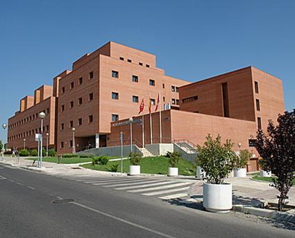 Becas para estudios de m ster en direcci n de empresas for Universidades de arquitectura en espana