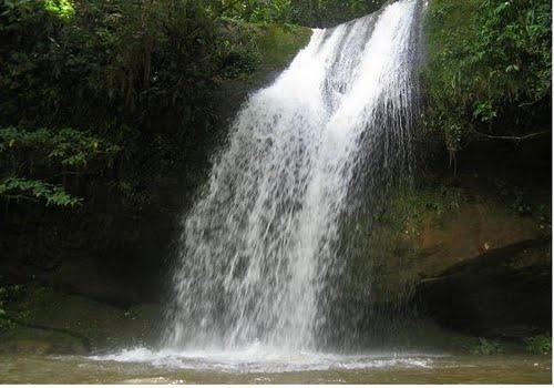 Caída de agua en el parque Golondrino, ubicado en Escuque